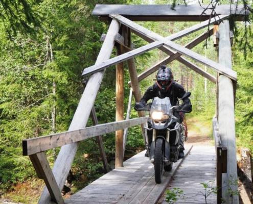 Geweldig offroad rijden in het overweldigende Noorwegen met allroad motoren