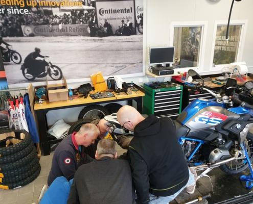 BERRT Bush Mechanic workshop met praktische techniek voor onderweg op motorreis