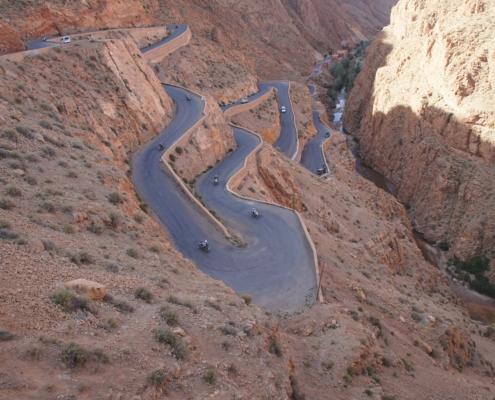 Ook zeer mooie asfaltwegen in de allroad motorreis Marokko Atlas met BMW R 1250 GS huurmotor met BERRT