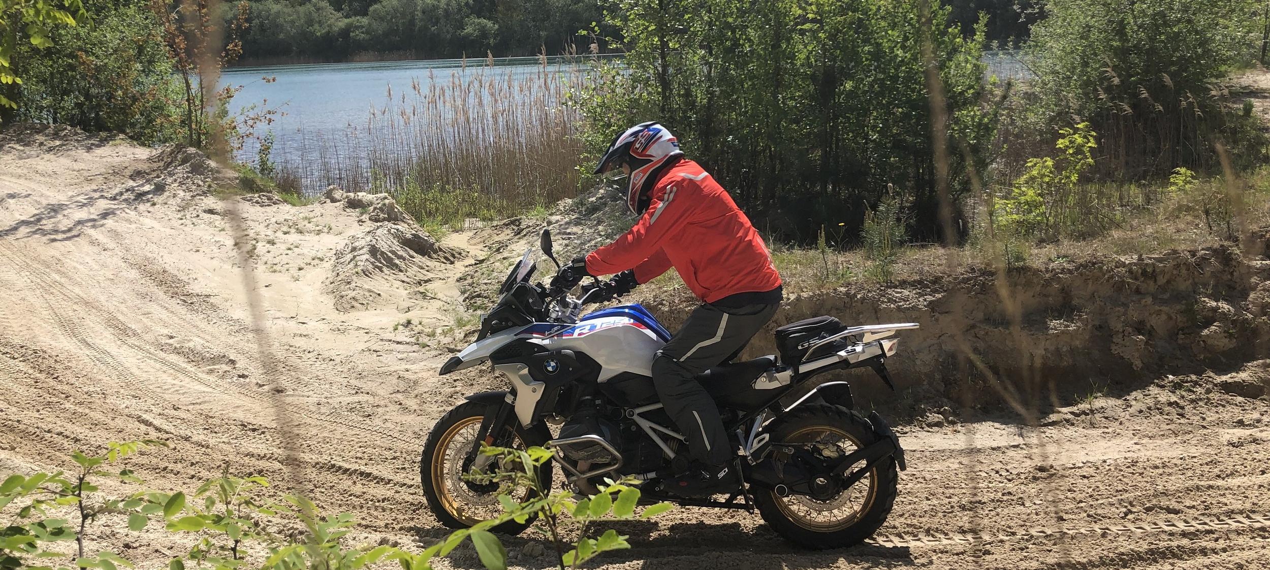 Op Experience Island Advanced technieken leren voor allroad motorrijden slider