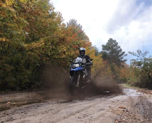 BERRT Driedaagse - Offroad rijden in Nederland met allroad motorrijders door modder gravel en zand