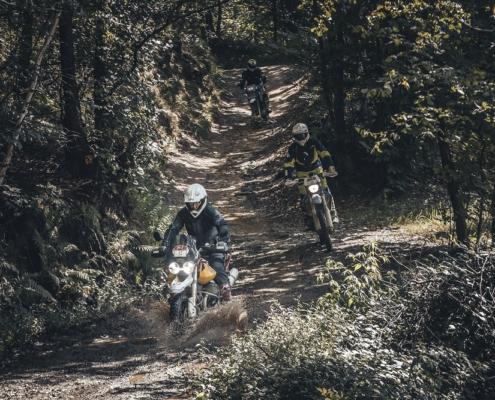 Geweldige Offroad routes rijden in de Alps Tourist Trophy Italie met BERRT op de allroad motor in de bergen