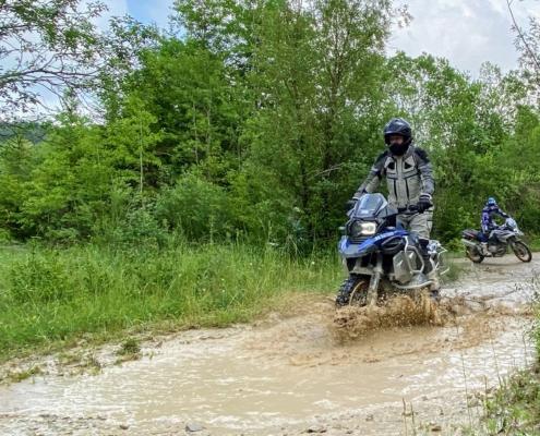BERRT Hechlingen Intermediate Training offroad door modder en water in BMW Enduro Park