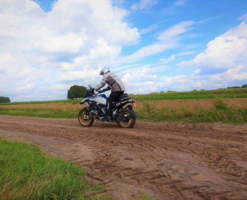 Basis offroad motorcursus met zeer goede begeleiding bij BERRT voor meer rijvaardigheid