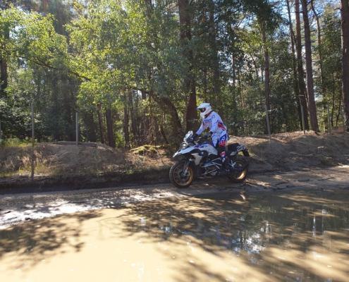 Enduropark Furstenau Dagrit offroad rijden met BERRT op de Allroad motor - BMW R 1250 GS in zand en bos