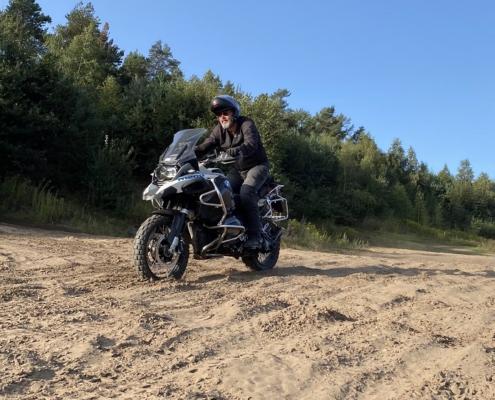 Leren zand rijden op de allroad motor in Fürstenau met BERRT