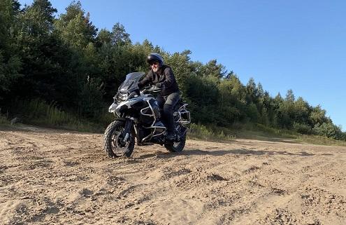 Zand rijden op de allroad motor in Fürstenau met een gids van BERRT